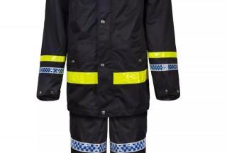 台风季户外执勤交警该穿什么雨衣?这样选择就对了!